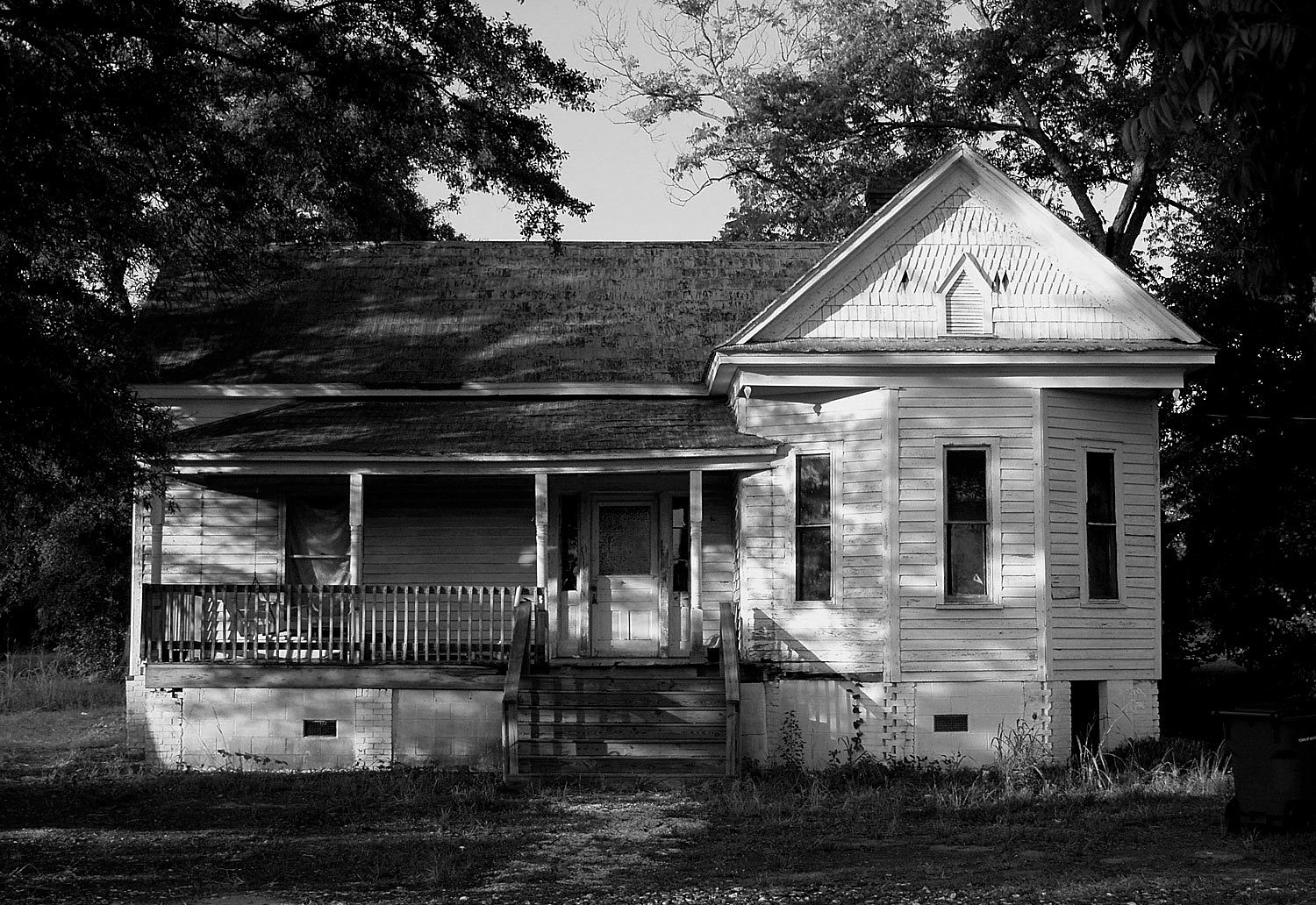 old house late afternoon mccormick sc b w author kelly landrum