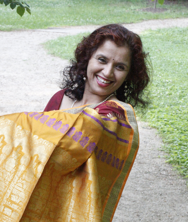 star of india showing off her sari accidentally sh kelly landrum