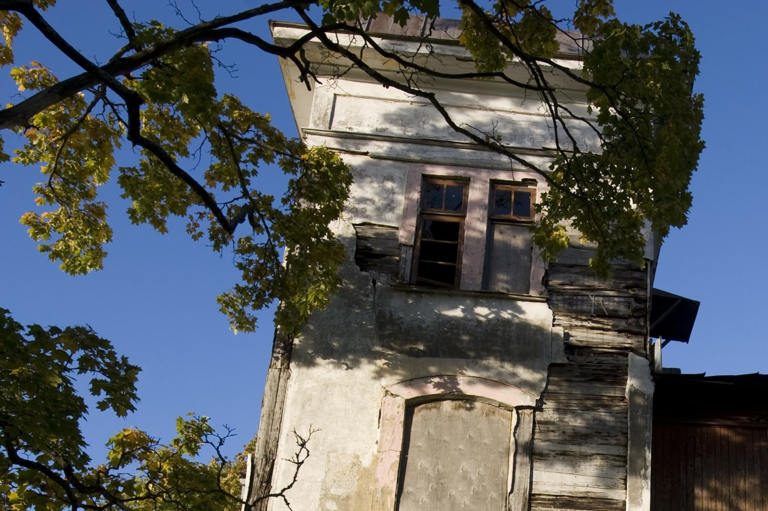 pisa type old house large view if you dare autho soini hannu