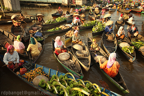 busy hour in floating market lok baintan south bor prakarsa rarindra
