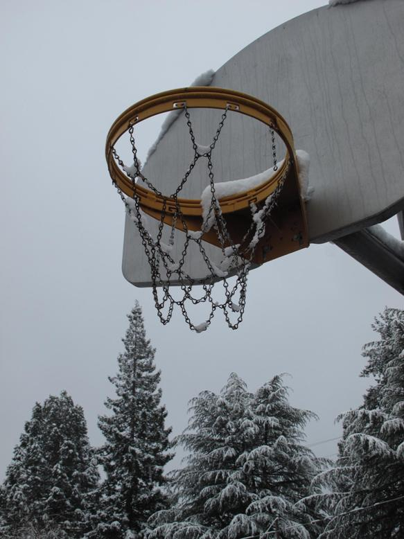 hoop in the snow img author dreizler bob