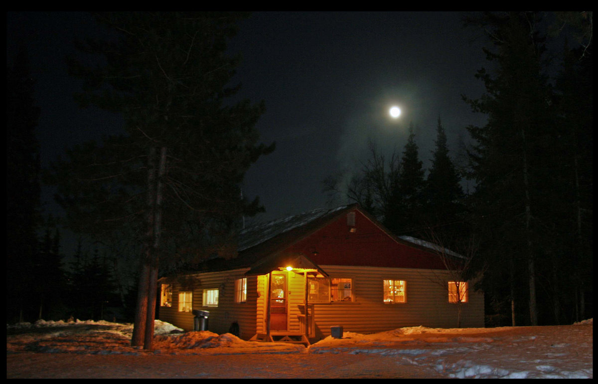 full moon over the cabin author pluskwik paul