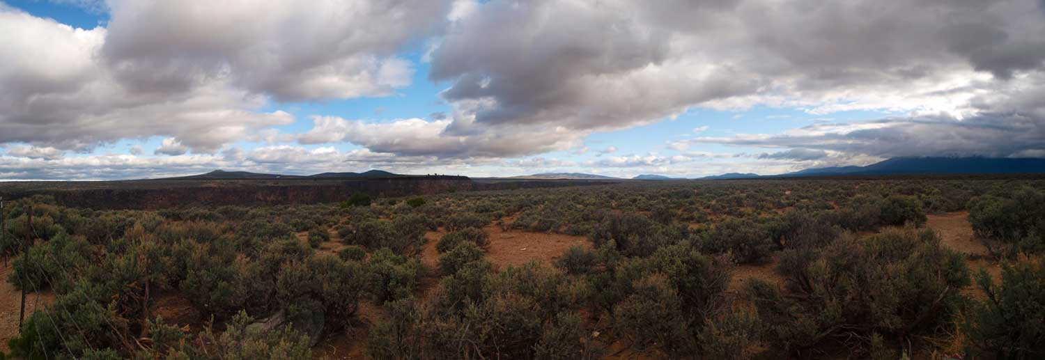 south across the rio grande gorge handheld pan fra hull ray