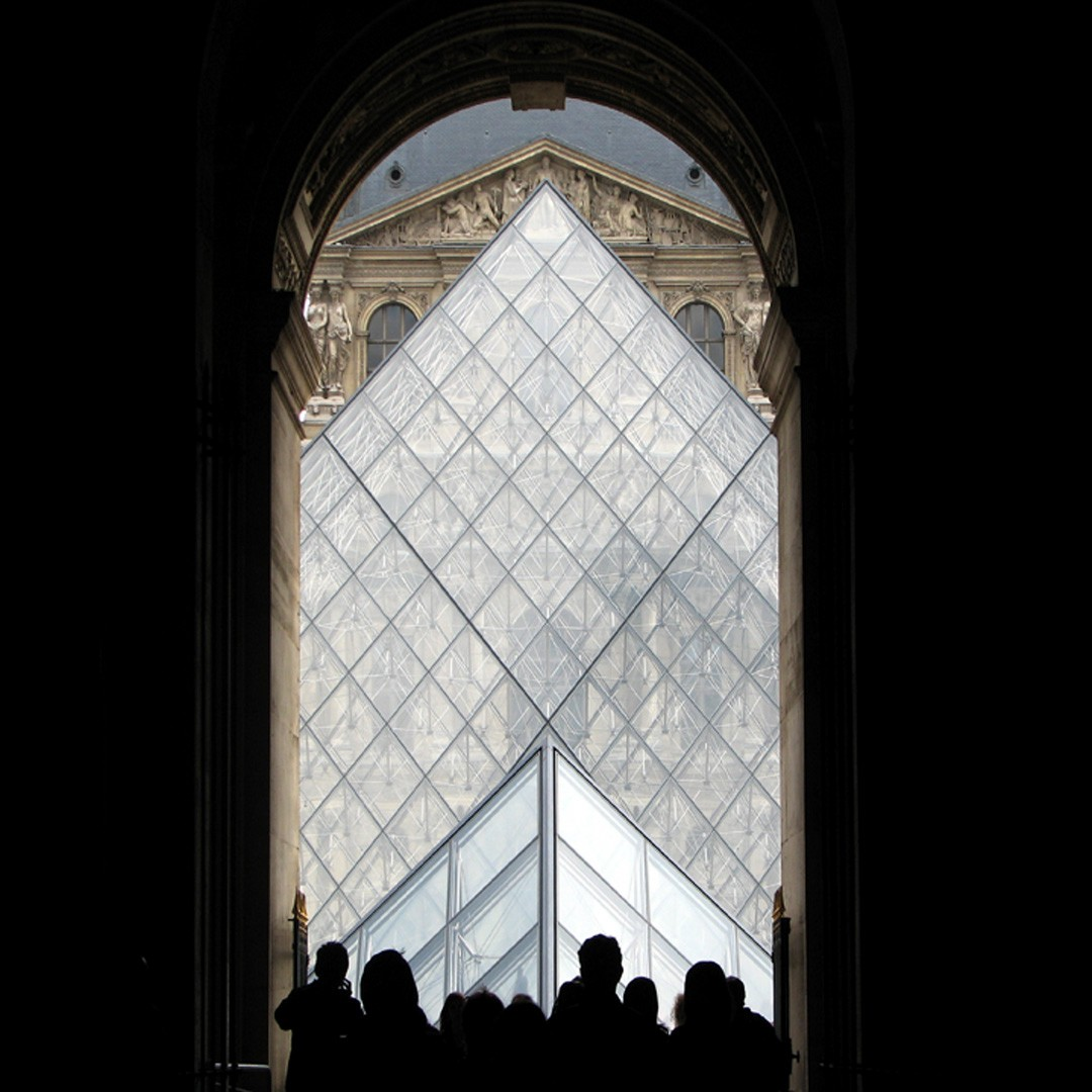 entrance to louvre author womack john