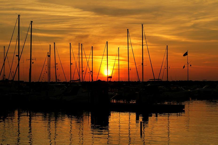 summer sunrise in the harbor author pluskwik paul