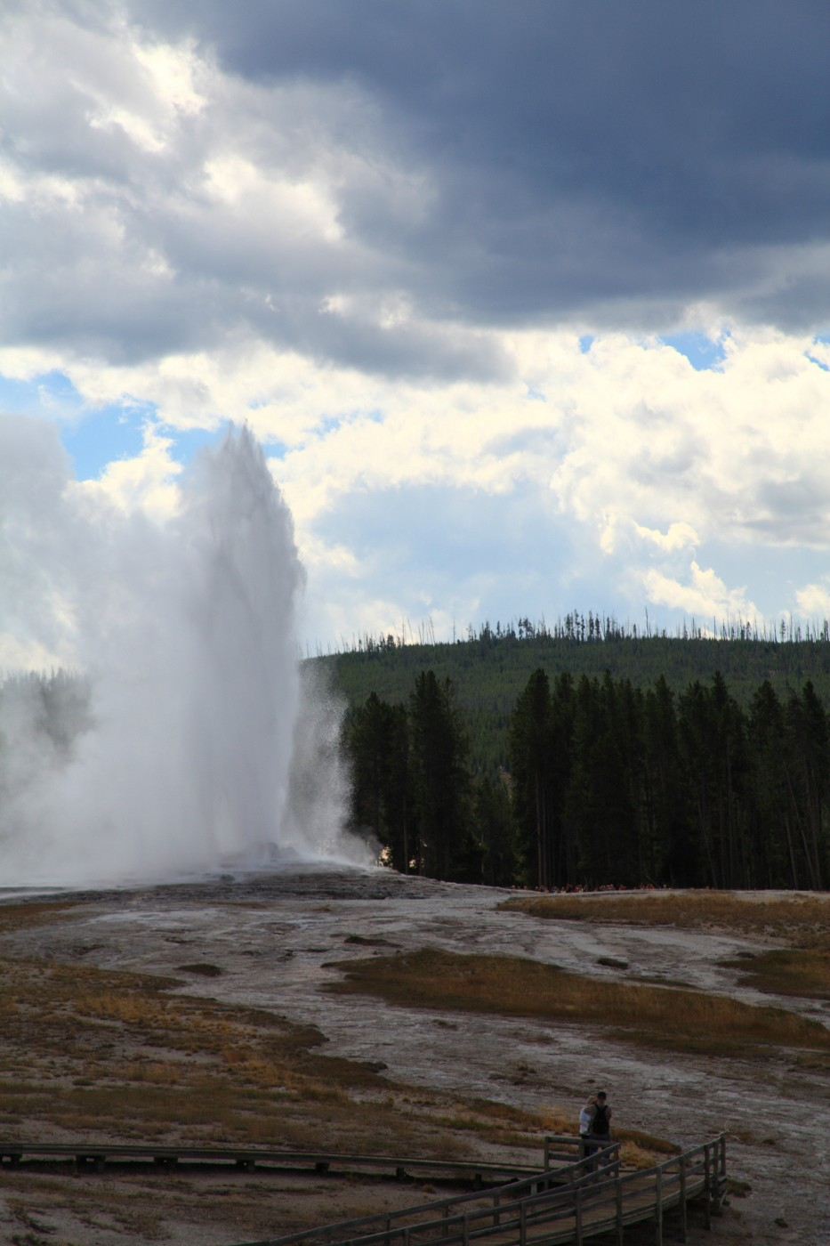 old faithful geyser erupting yellowstone nationa szulecki joshua