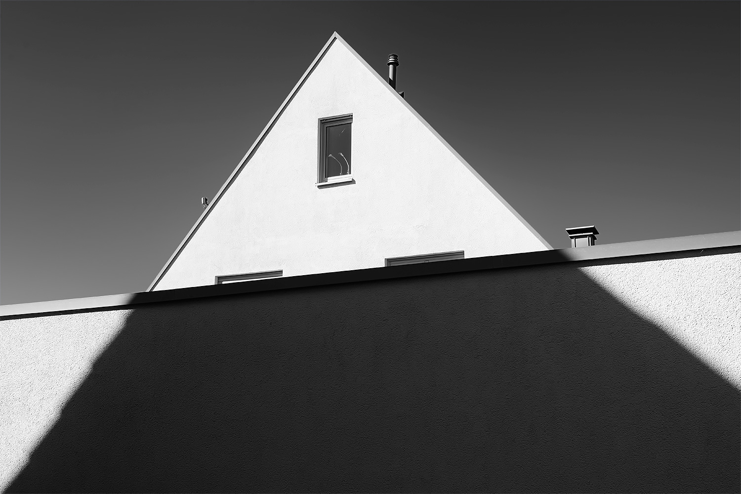 house emanating from a shadow author arnold wolfg wolfgang