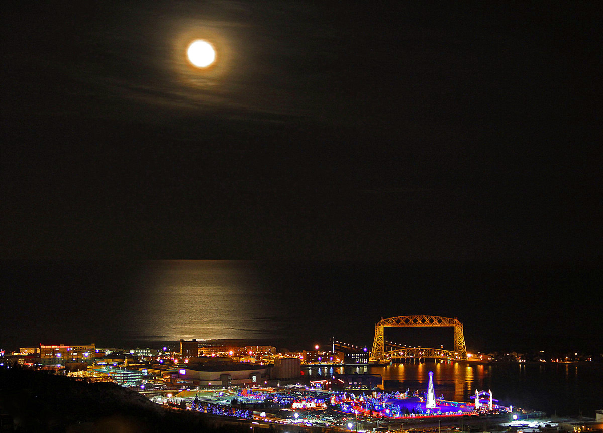 full moon over lake superior and duluth author pl pluskwik paul