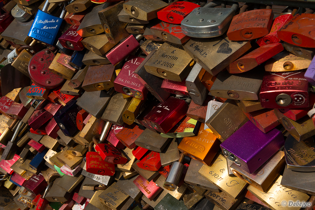lovers locks author chakraborty debejyo