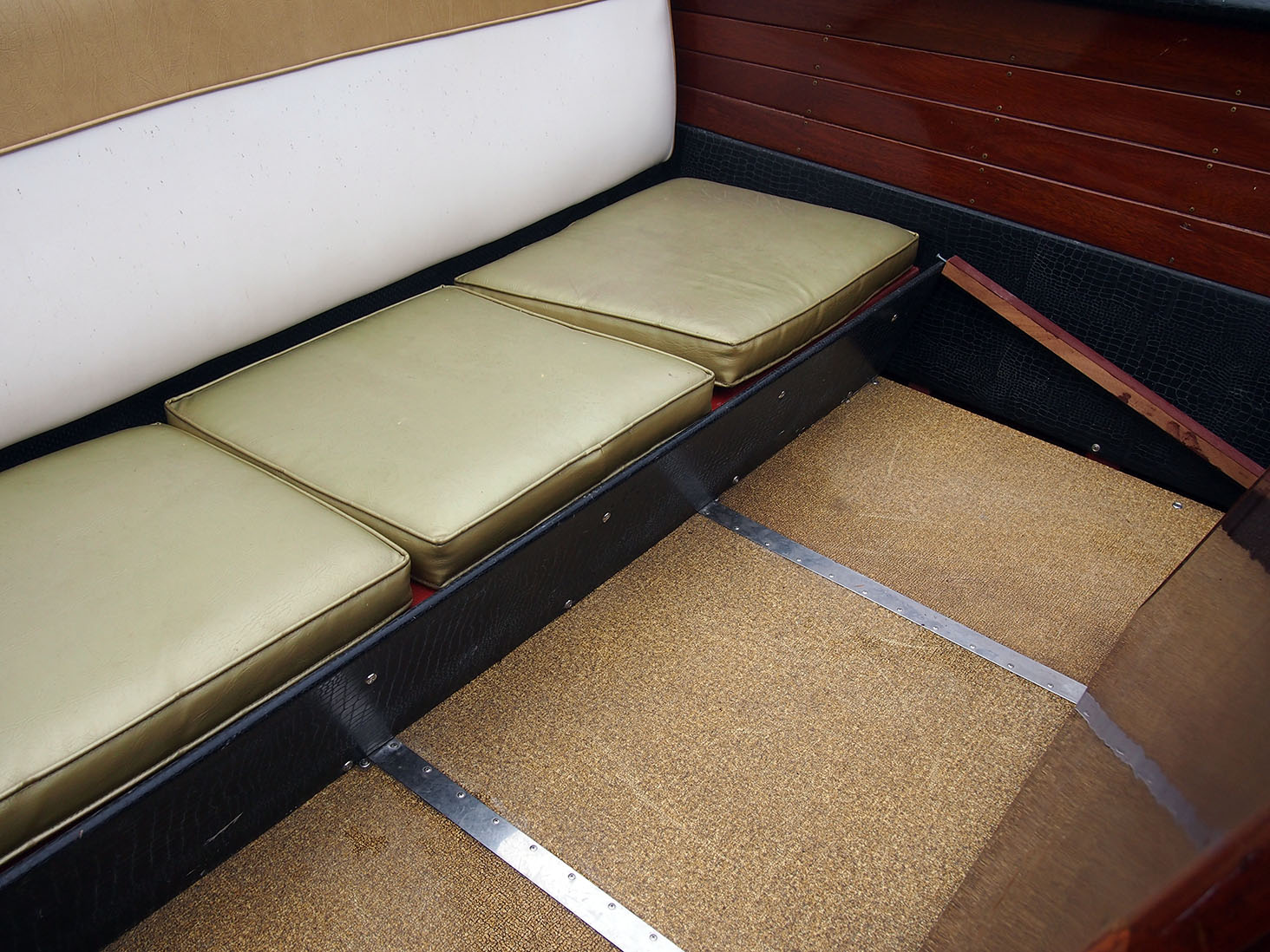 aft seat floor author hull ray