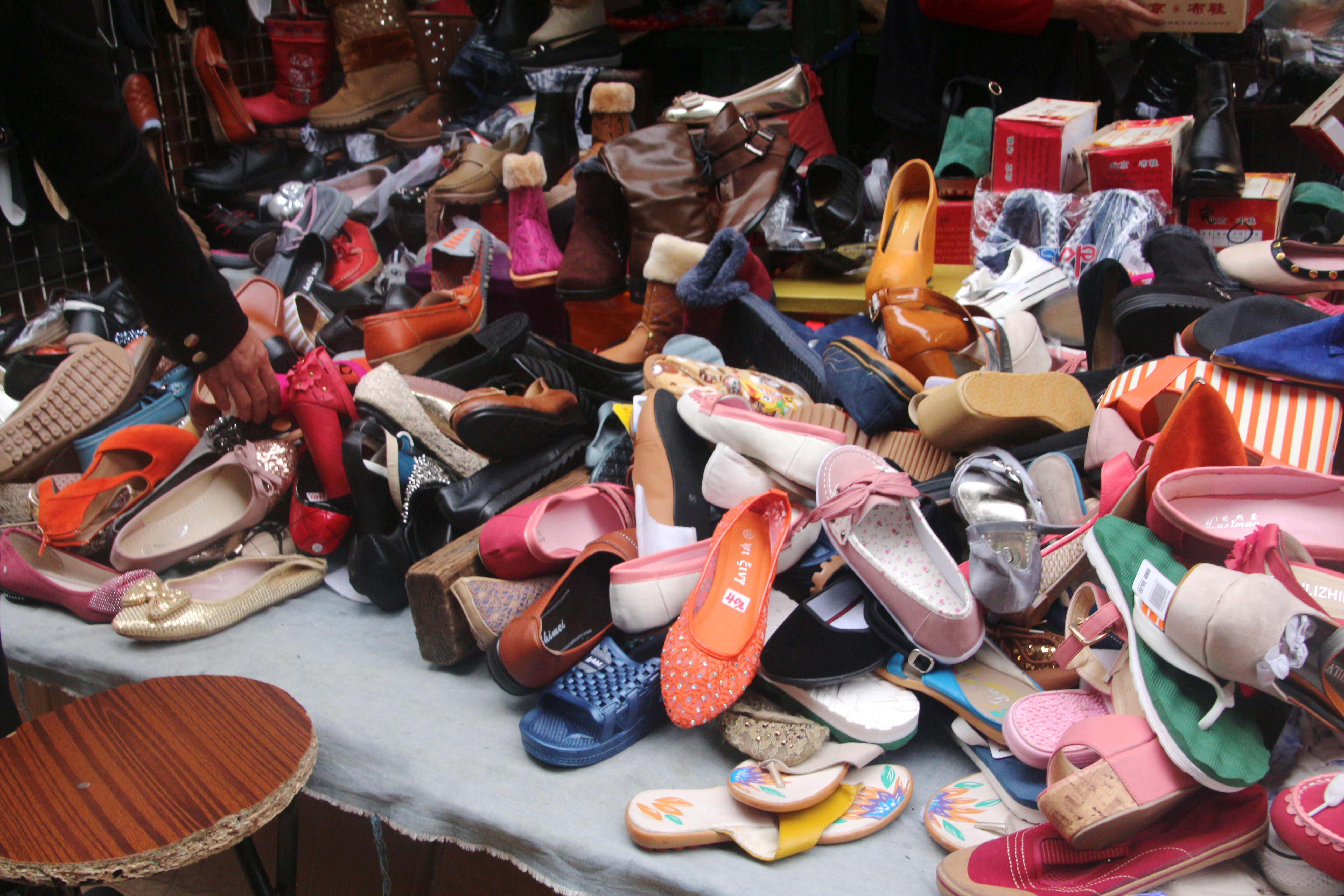 shoe stall chaos author lucke charlie
