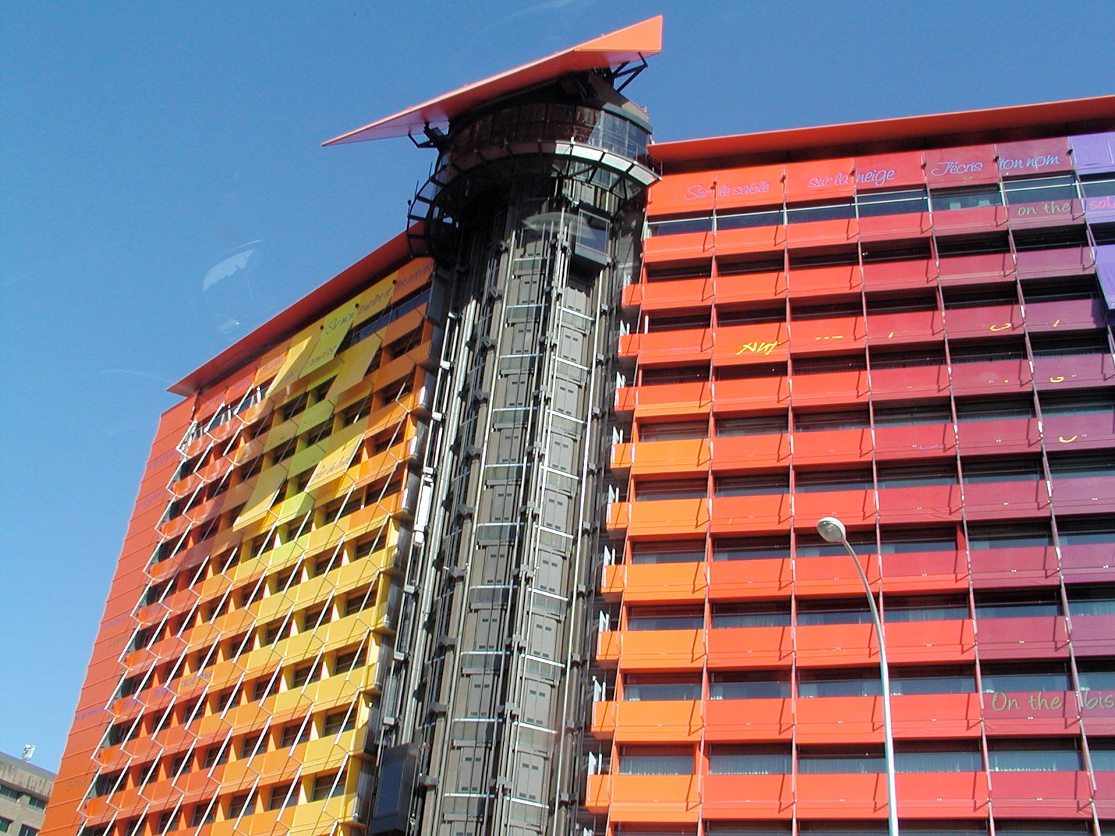 hotel puerta america author lucke charlie color