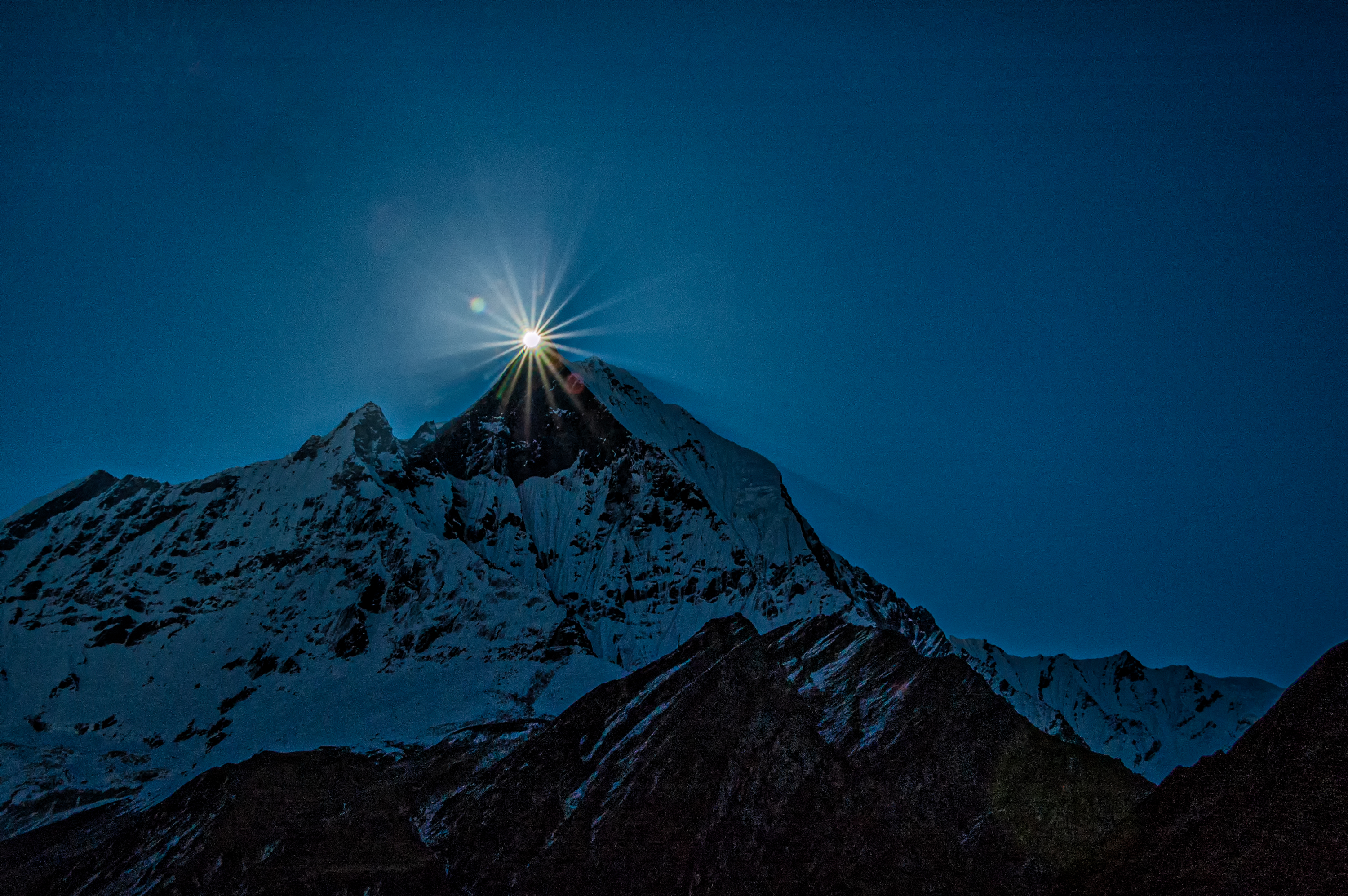 dawn over machapuchare author bloy bruce the sun