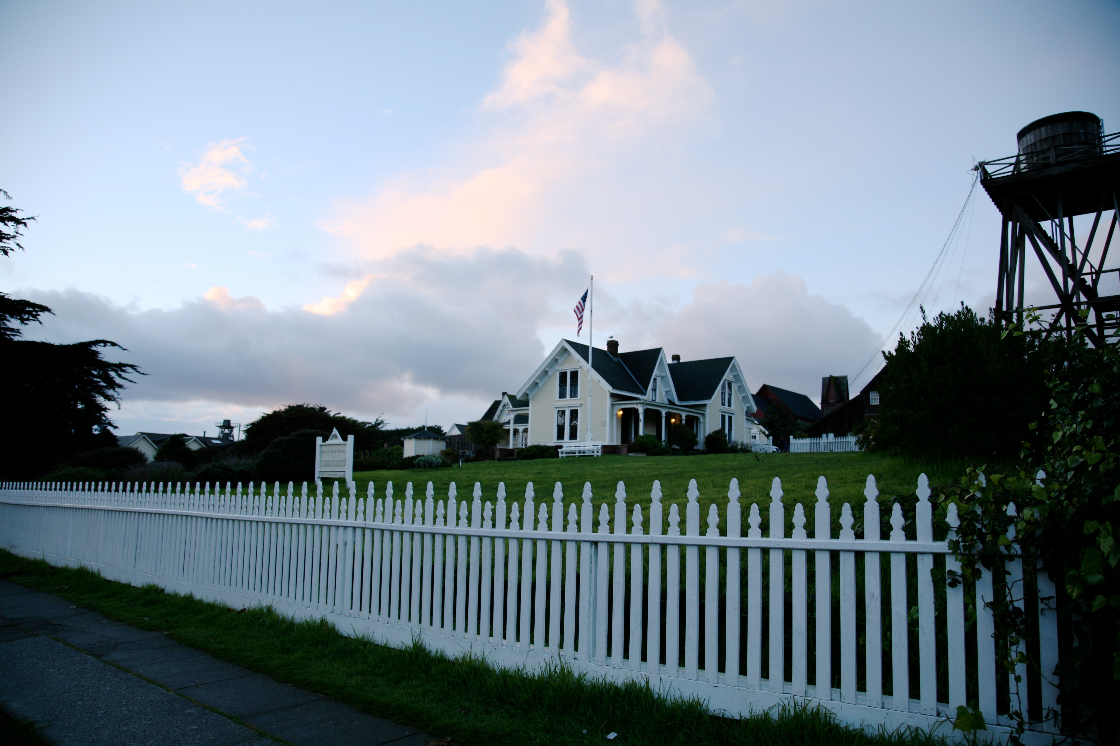 mendocino picket fence author lucke charlie