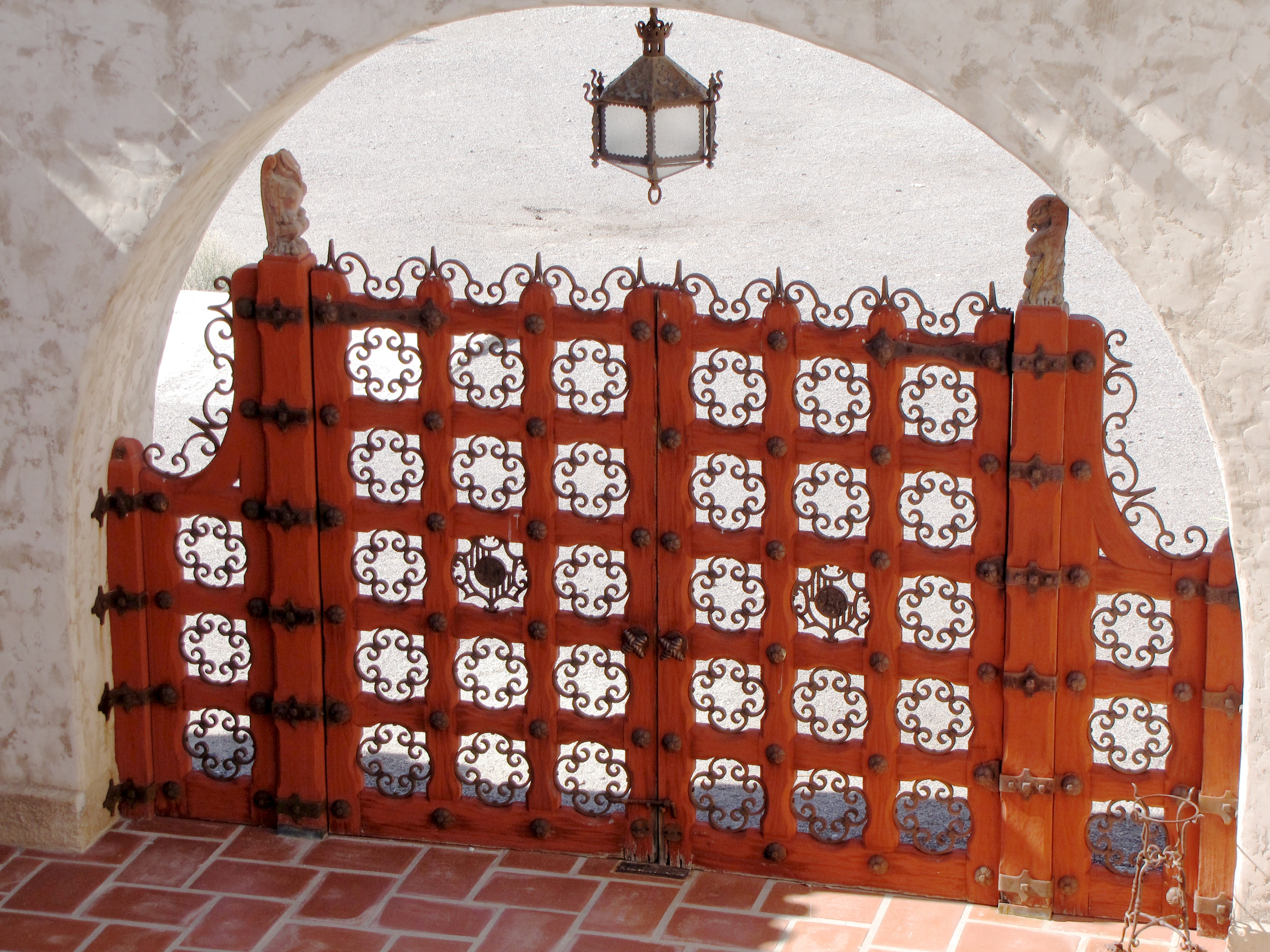gated entry author lucke charlie