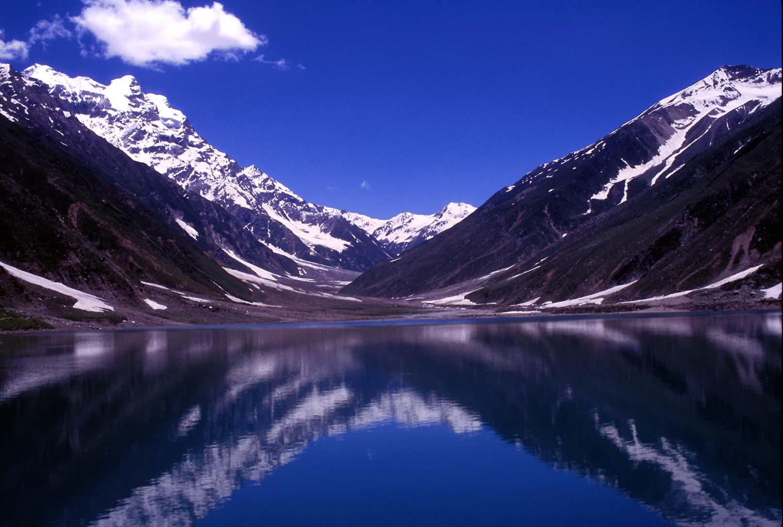famous lake saifulmaluk is situated in the norther hameed mueen ud din
