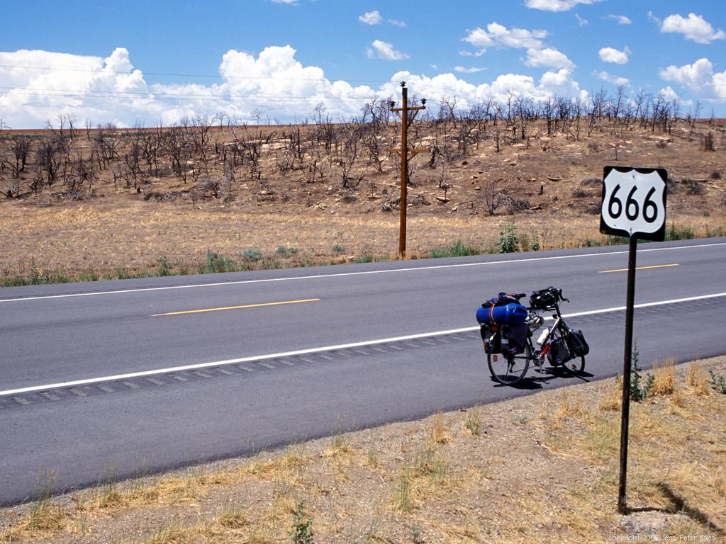devils highway summary In may 2001, 26 mexican men scrambled across the border and into an area of the arizona desert known as the devil's highway only 12 made it safely across.