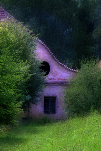 zeliv the house at graveyard from cycl vanourkova jana
