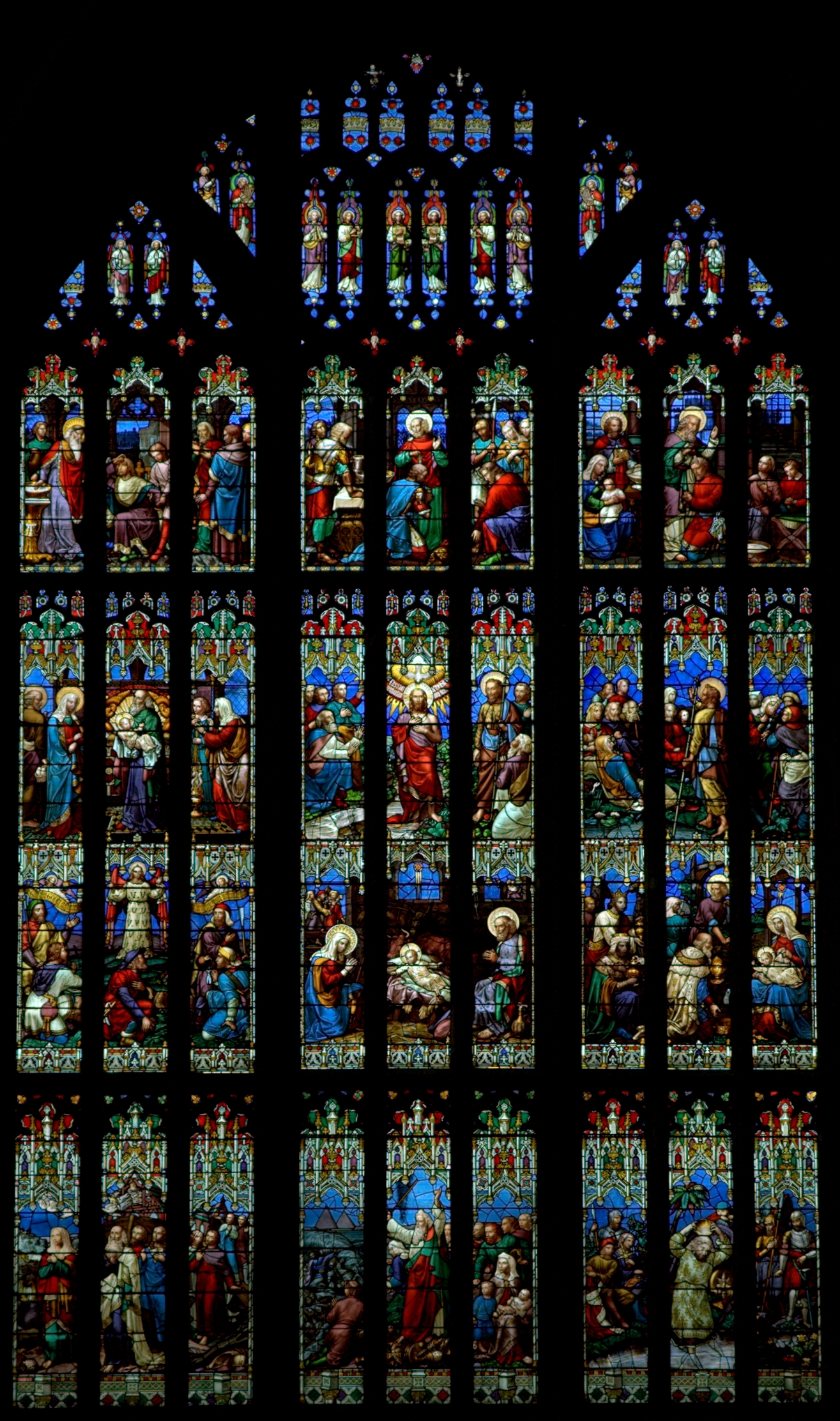 stained glass in gloucester cathedral best viewed motawara kaiomurz
