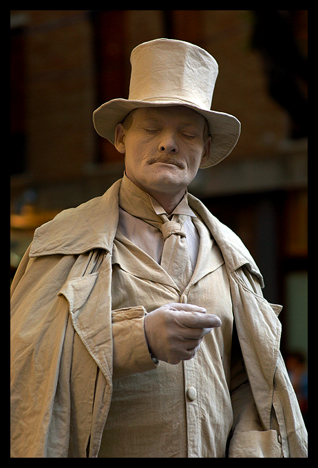 living statue of author walker clay