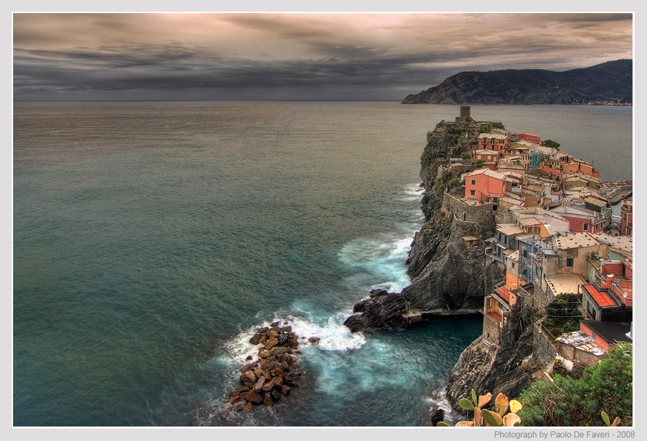 cloudy sunset in vernazza cinque terre italy auth de faveri paolo