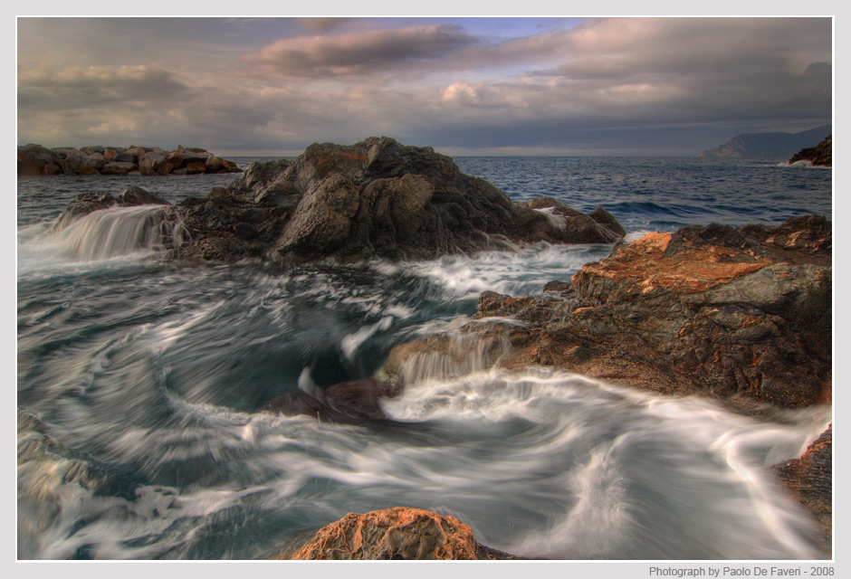 whirling waves author de faveri paolo