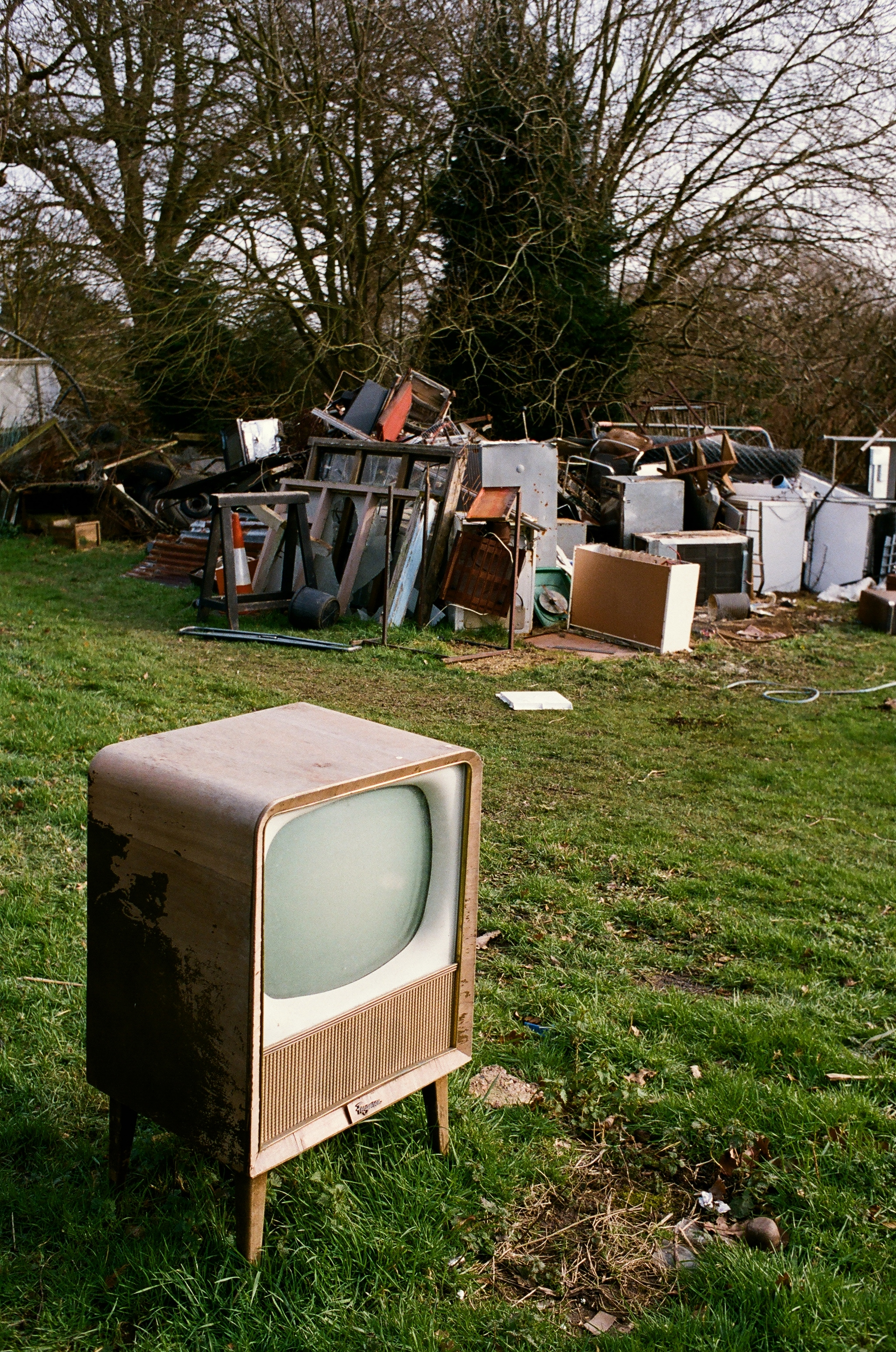 old tv and rubbish pile at potten end author ranc rance ian