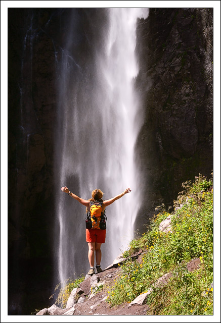 melissa edge cools off in the spray of comet falls bret