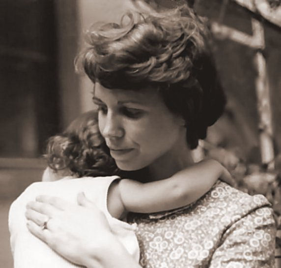 anne in her mother s arms summer author kelly la landrum