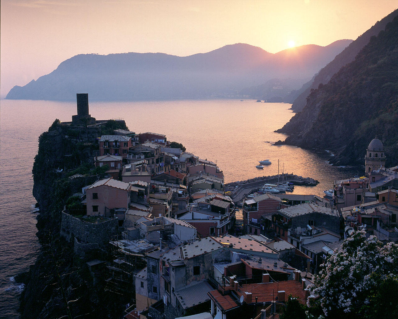 vernazza cinqueterre fishing village a remake in x pocopagni enrico