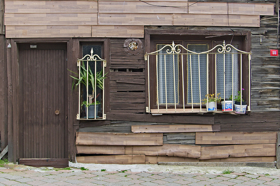 a home well cared for author celasun bulent