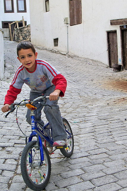 boy on the bicyle author celasun bulent