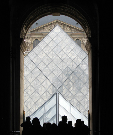 approach to the louvre author womack john
